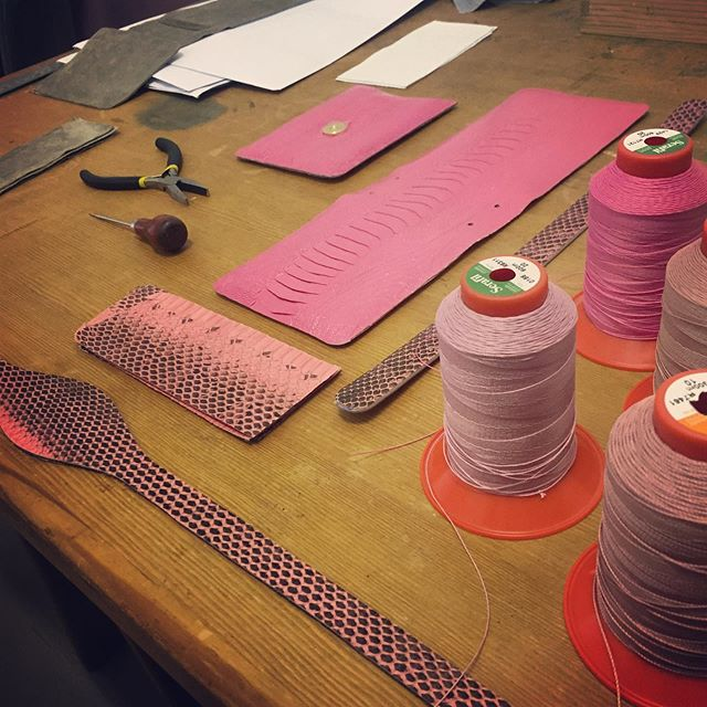 In production #customorder #bespokeorder #bespokeluxury #madetoorder #madeinmilan #madeinitaly #luxuryleathergoods #exoticskins #exotics #pinkhandbag #pink #pinkbag #luxurylifestyle #luxurygirl