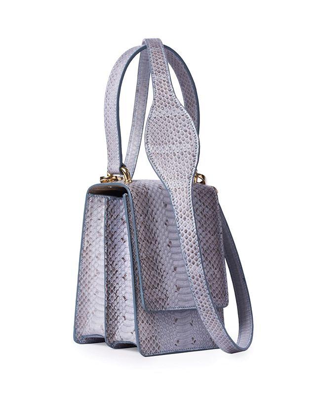 Bespoke Luxury  #bespoke #luxuryleathergoods #exotics #exoticleather #luxurylifestyle #luxury #madetoorder #bespokeservice #milan #milano #snakeskin #bluehandbag