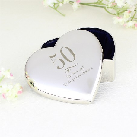 💕Personalise this trinket box with an age up to 2 characters in length and then 2 lines of text up to 25 characters per line.  All text is case senstive and will appear as entered.  Compact is nickel plated.  Fabric lined. Dimensions: 2.9cm x 6.5cm x 6.6cm💕