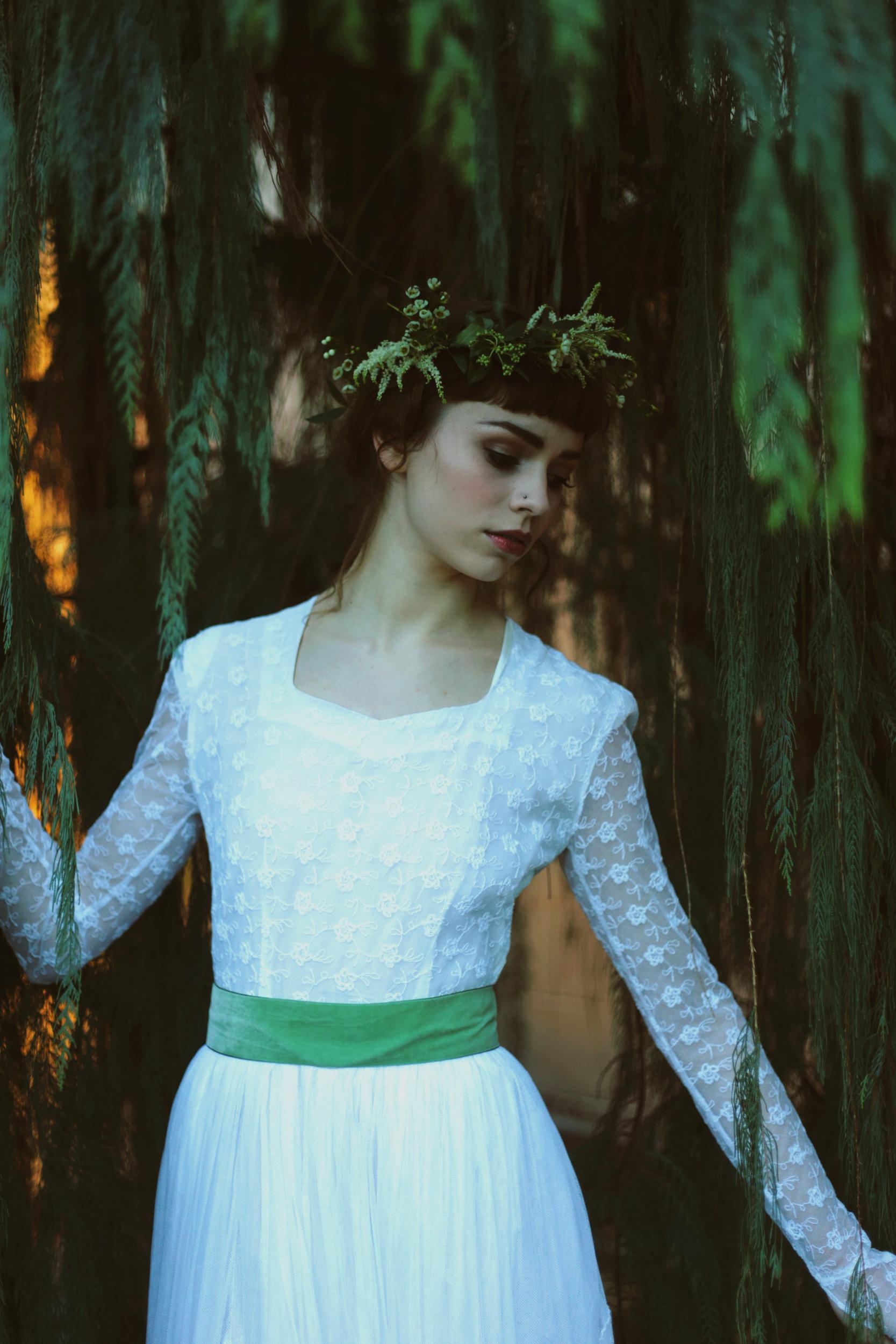 Winter-Bridal-Kate-Beaumont-Shelley-Richmond-Vintage-Wedding-Dress-21.jpg