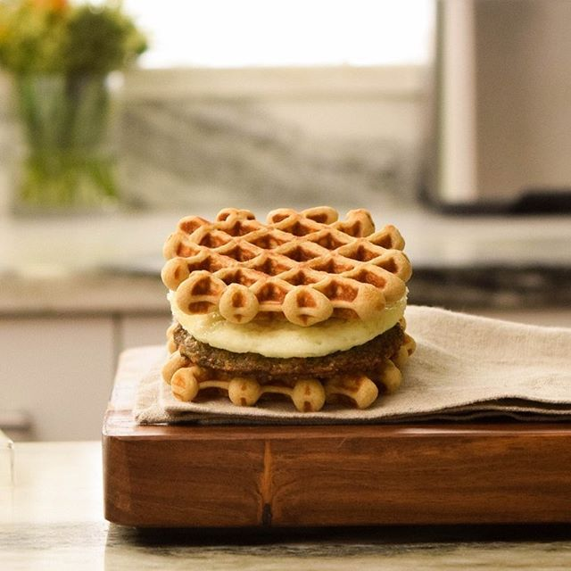 Streamlined mornings, brought to you by quick, convenient, and most of all delicious Waffle Sliders! All it takes is a couple minutes and you're out the door with a protein-packed, handheld meal that will keep you full all morning...just add coffee!⠀ .⠀ .⠀ .⠀ #onthego #madeformoms #wafflesliders #grabngo #grabandgo #outthedoor #coffee #waffles #breakfast