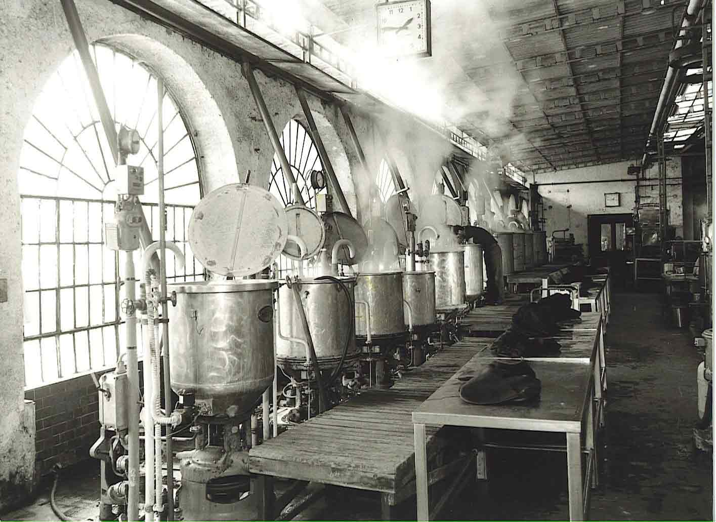 Coloring furnaces