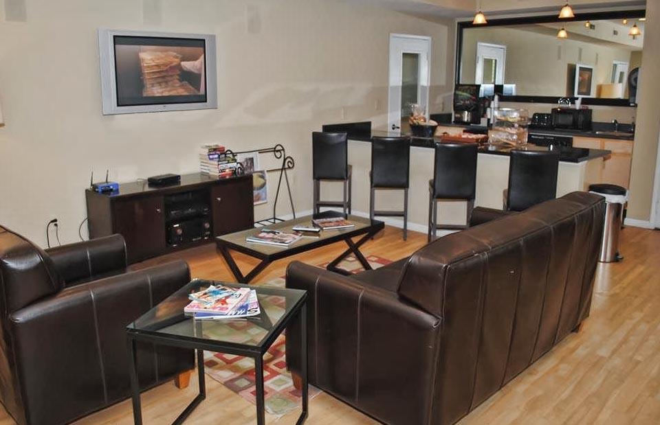 kings_livingroom.jpg