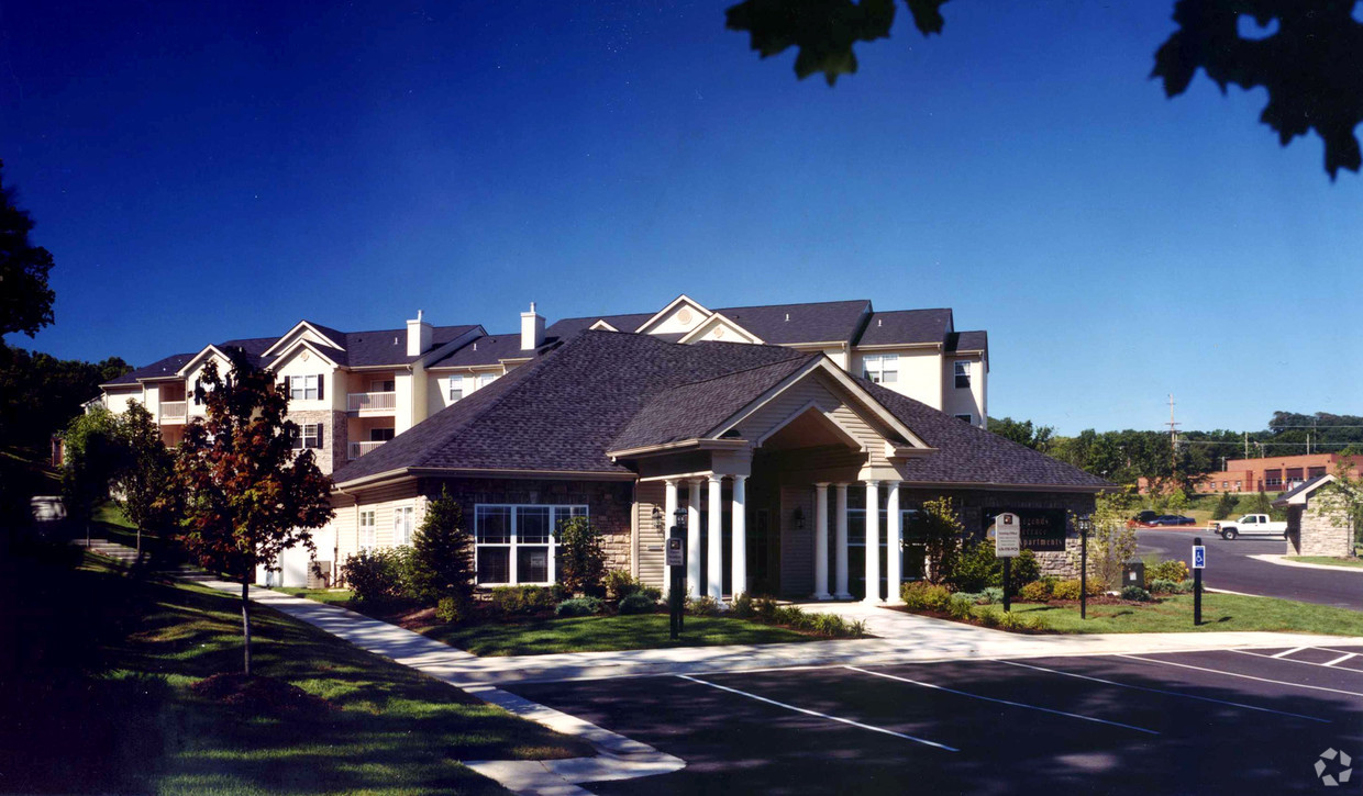 legends-terrace-apartments-eureka-mo-clubhouse.jpg