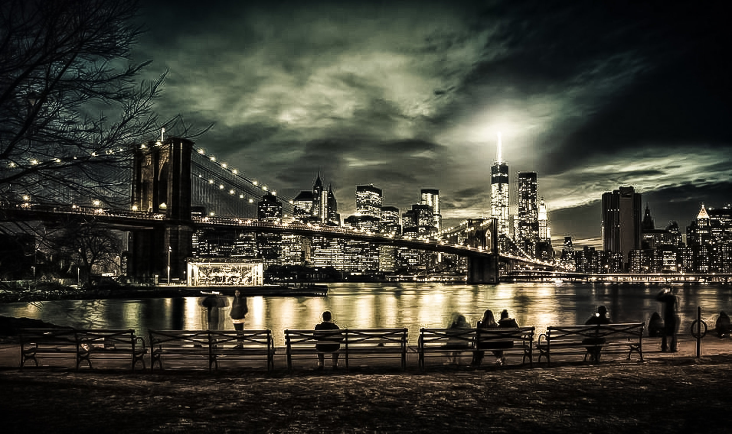 THE BROOKLYN BRIDE SEEN FROM DUMBO. JANE'S CAROUSEL (LEFT) AND FREEDOM TOWER (RIGHT). PHOTO:    @LUCASCOMPAN