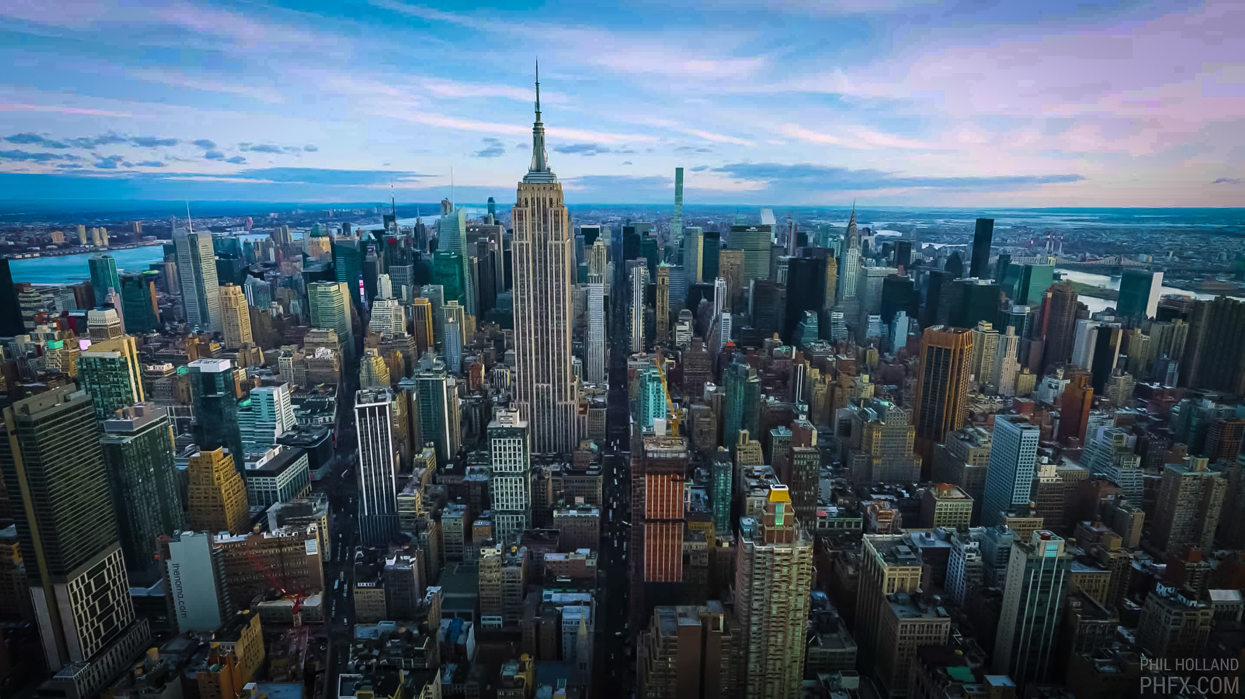 THE EMPIRES STATE BUILDING AND MIDTOWN MANHATTAN