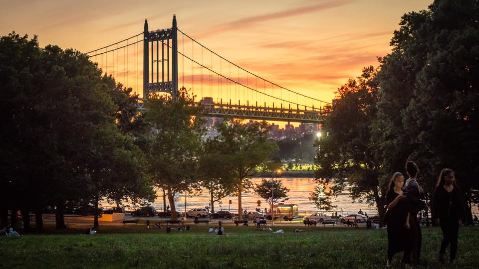 Astoria park and its amazing waterfront. Photo  @lucascompan