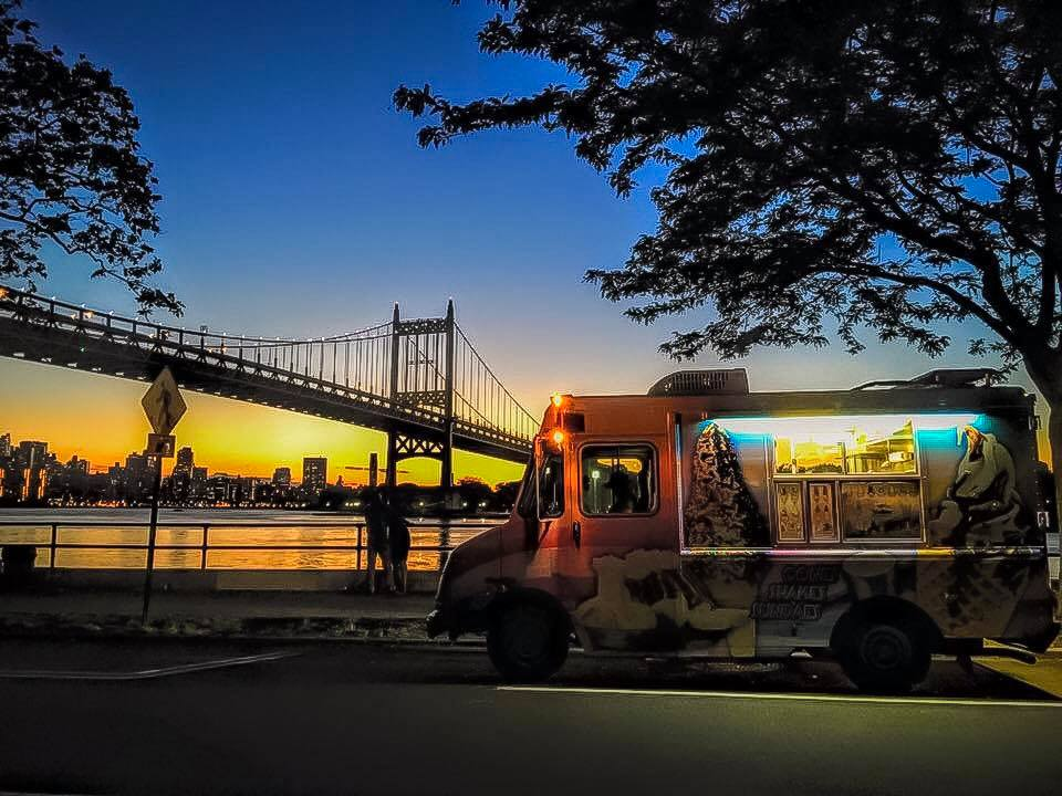 an ice cream by the waterfront while watching the sunset is one of the most delicious and fun things to do in the city. photo:  @lucascompan