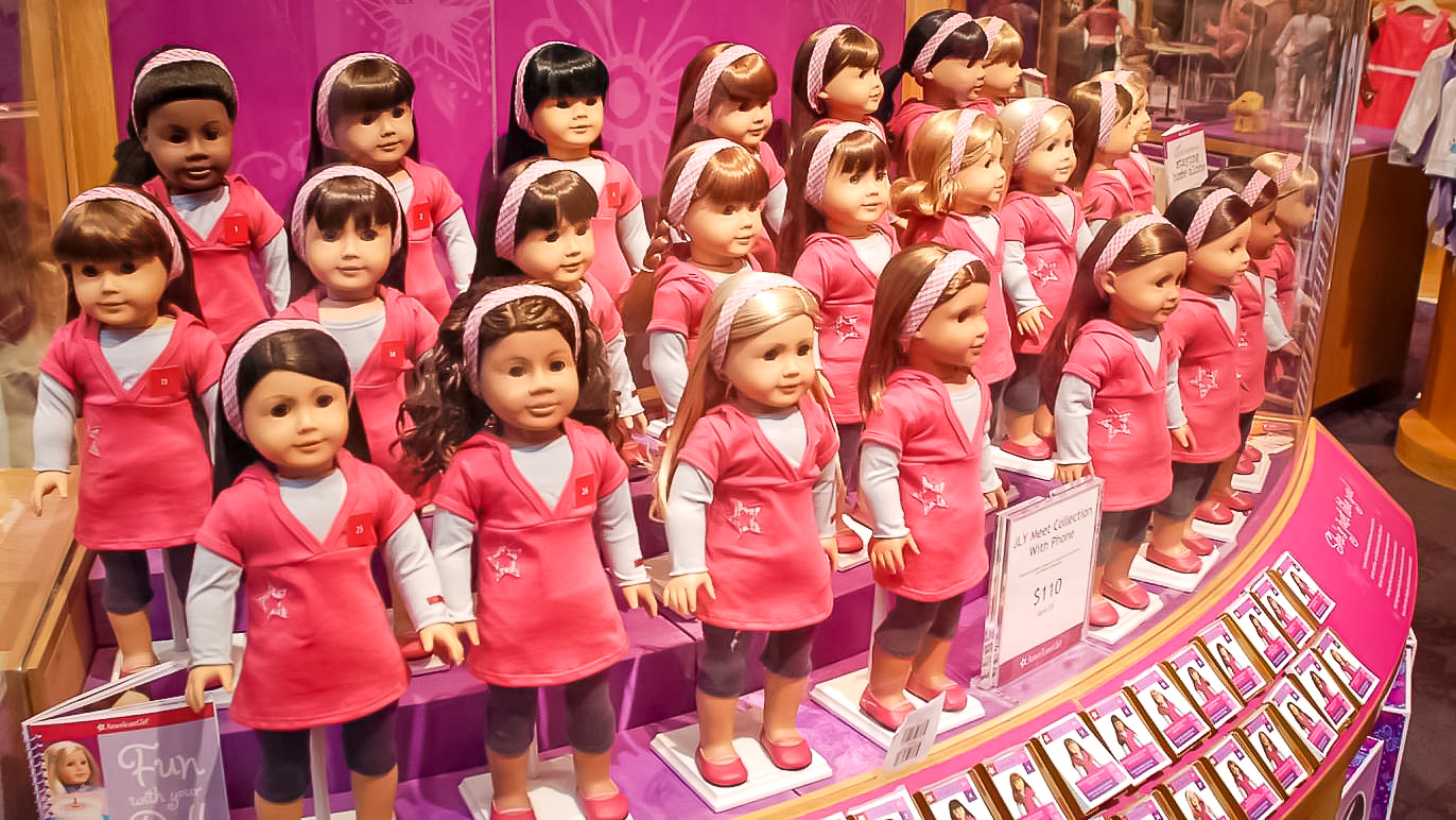 American Girl Place is a magical place. Little girls (moms and grandmas as well) go crazy. Everything and every detail is arranged and organized to enchant our eyes and soul. You feel like all those dolls have souls and personality. Image: courtesy CC/Flickr/Terren in Virginia