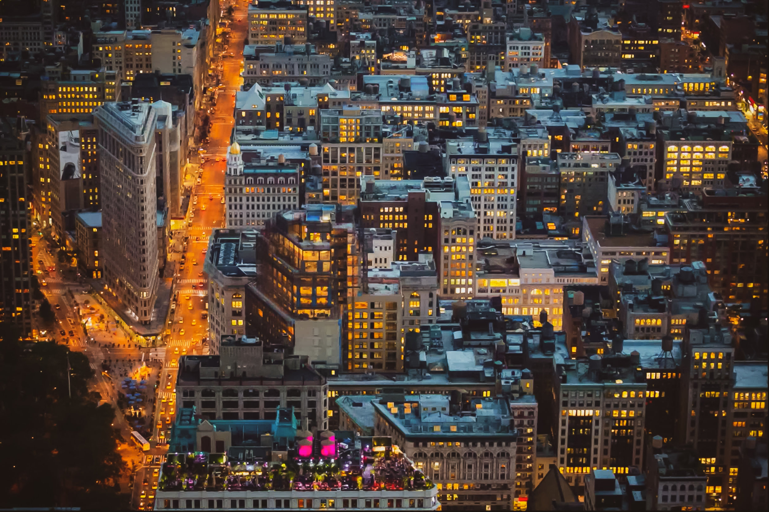 the flatiron building captured from the empire state building observation deck. Photo  @lucascompan