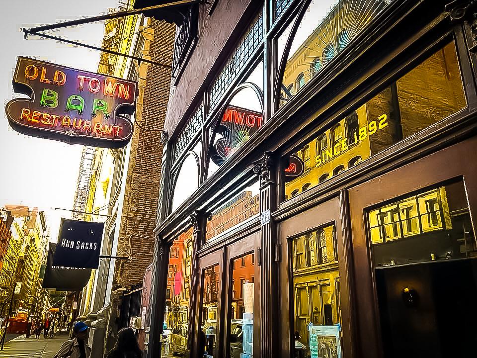 old town bar entrance. photos @lucascompan
