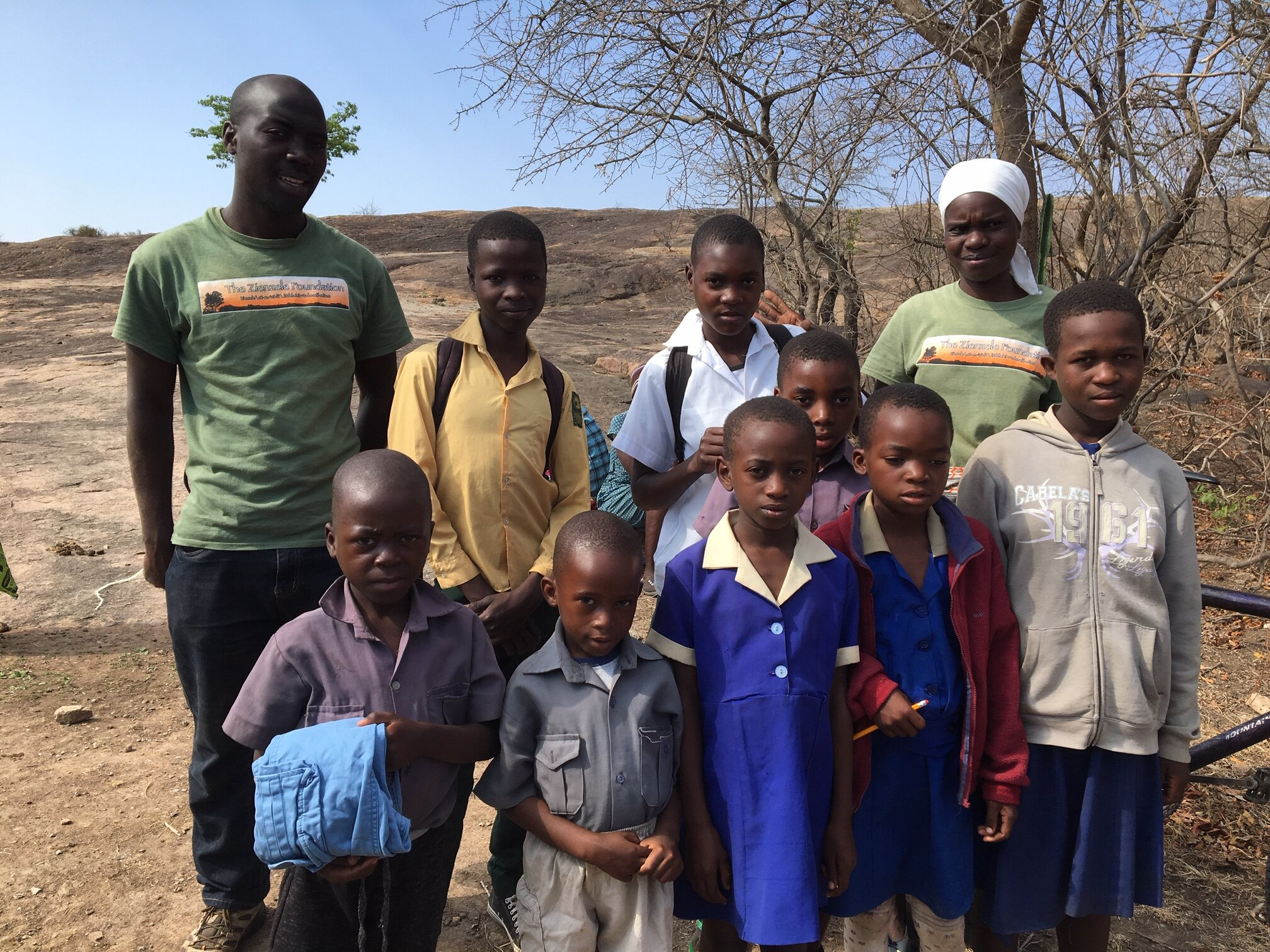 Blessing and Mai Panashe help get nine CHHs in Mawadze sorted with their supplies!