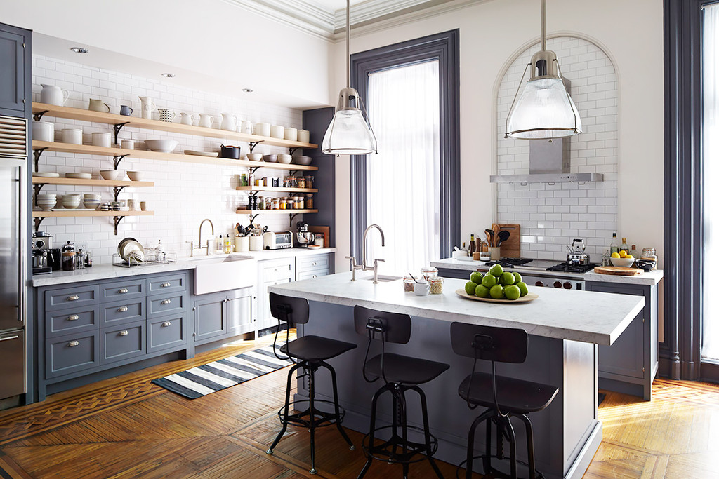 grey kitchen set of the intern movie 1024x1024 - Decor inspiration: a casa do filme The Intern