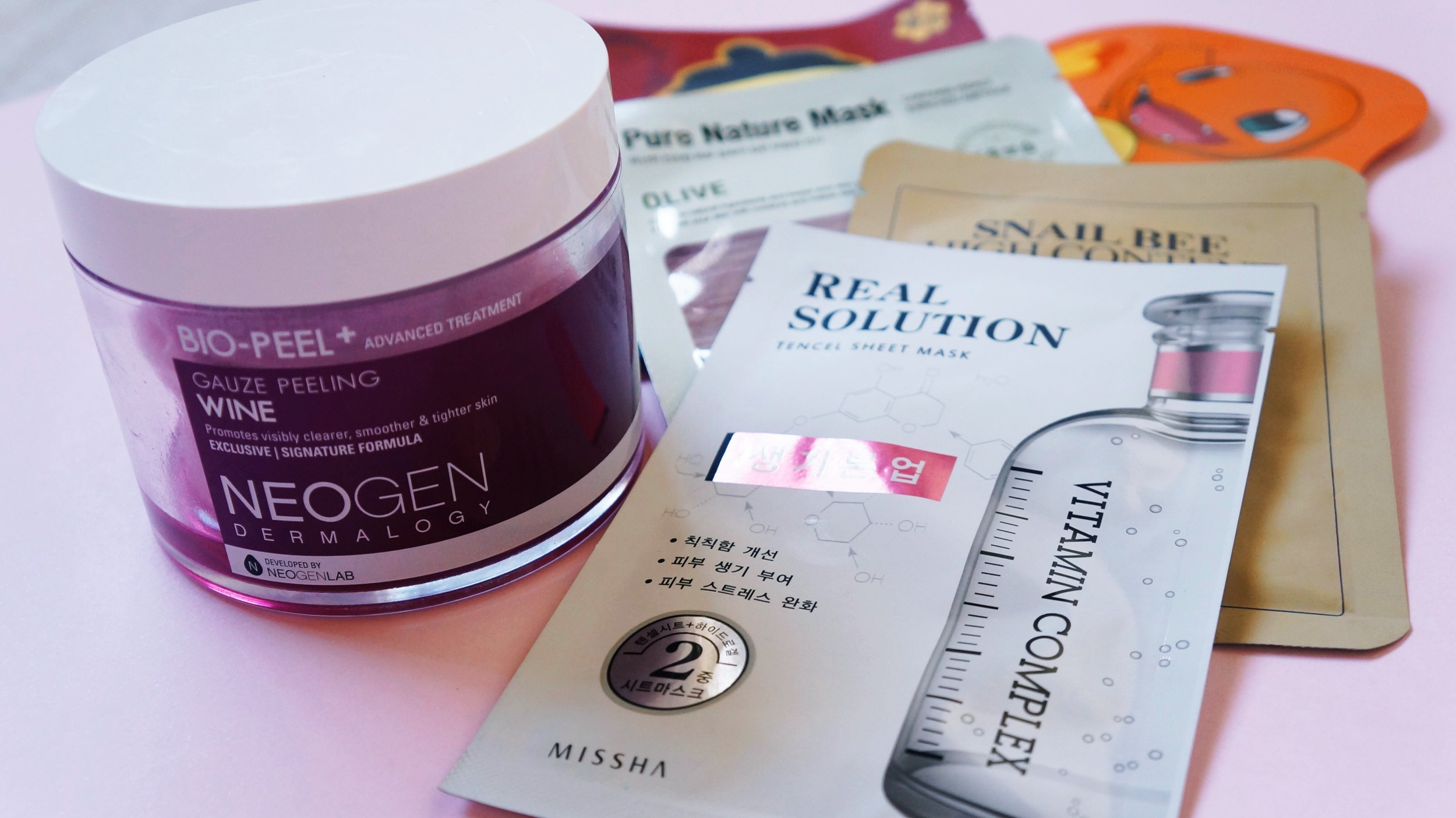 Neogen: Bio Peel+ Guaze Peeling Wine ; Missha: Real Solution Tencel Sheet Mask Vitamin Complex ; outras máscaras.
