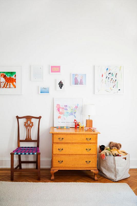 11 ways to turn kids art into covetable home decor 5a872a9f604f27084a0d55a9 w620 h800 - Cool Ideas Para Decorar Com os Desenhos das Crianças