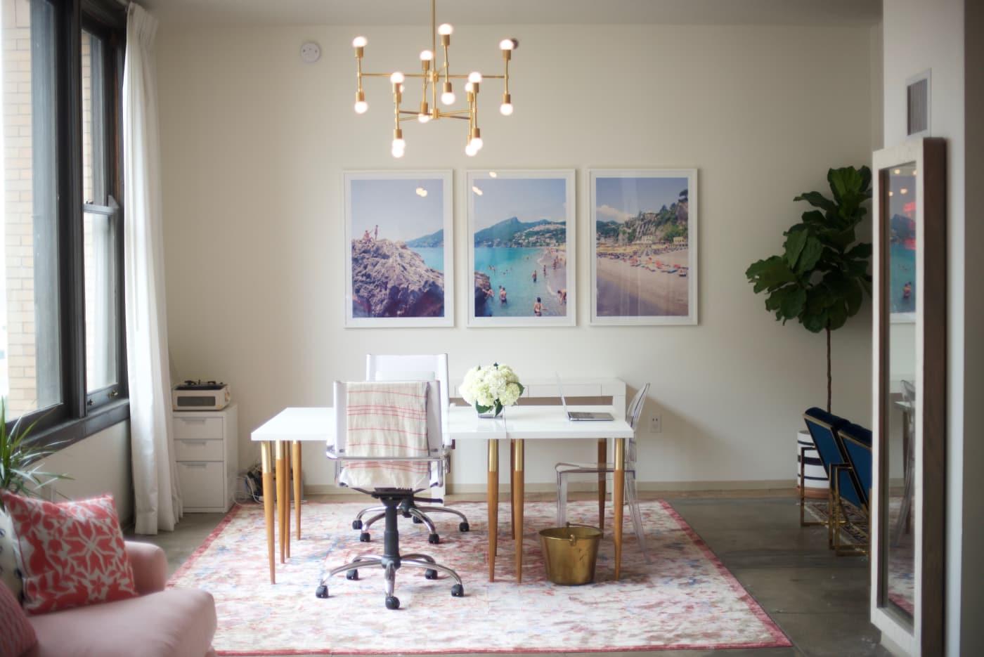 office reveal desk areajpg - O Escritório da Emily Schuman, do Cupcakes & Cashmere