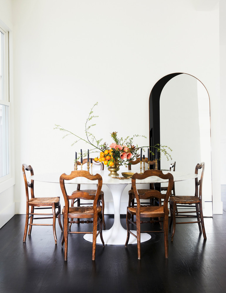 opposites-attract-in-this-artfully-balanced-san-francisco-home-black-and-white-dining-room-59db8ce2d9b1651460d81c29-w1000_h1000.jpg