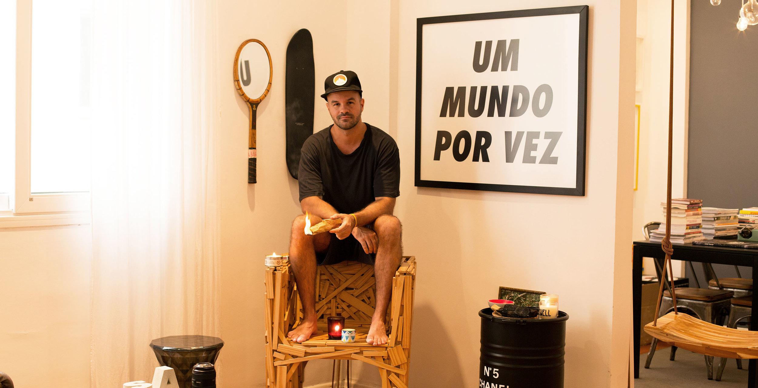"""andre carvalhal sai da sombra the summer hunter oyska 36 1 - INTERVIEW: André Carvalhal, mente consciente por trás do livro """"Viva o Fim"""""""