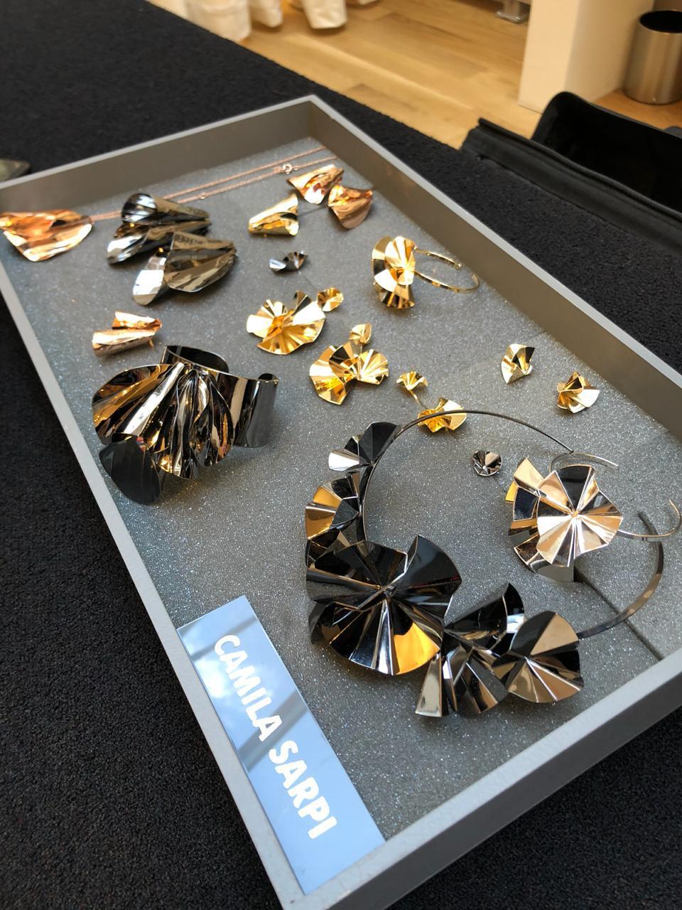 julls lolla joias camila sarpi - O caso incompatível de querer consumir joias.