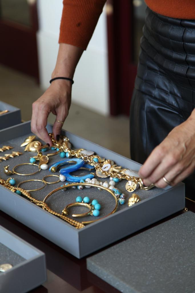 julls lolla joias moda operandi - O caso incompatível de querer consumir joias.