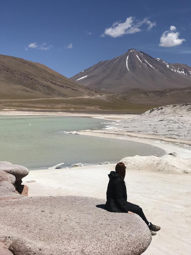 Suellen no Deserto do Atacama