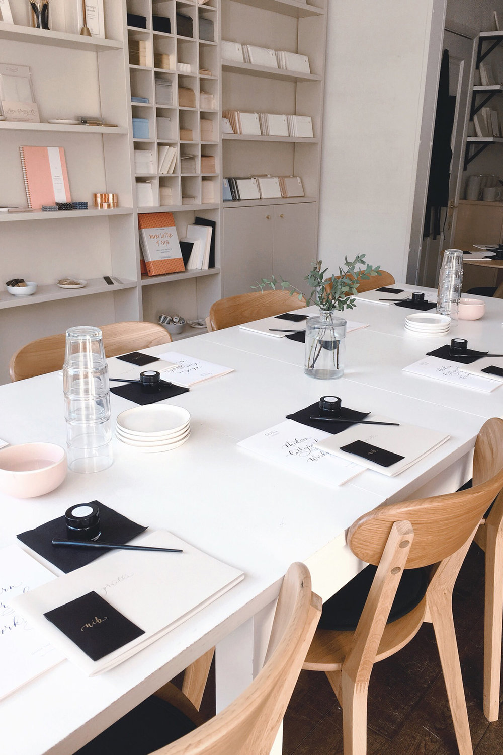 quill london modern calligraphy workshop - Uma Conversa all Things Paper com a Chloe (and Lucy) from Quill London