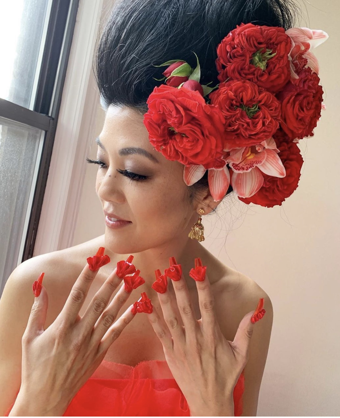 Michelle Lee, editor-in-chief of Allure magazine, showing of her nails by @misspopnails. Image:  @heymichelle