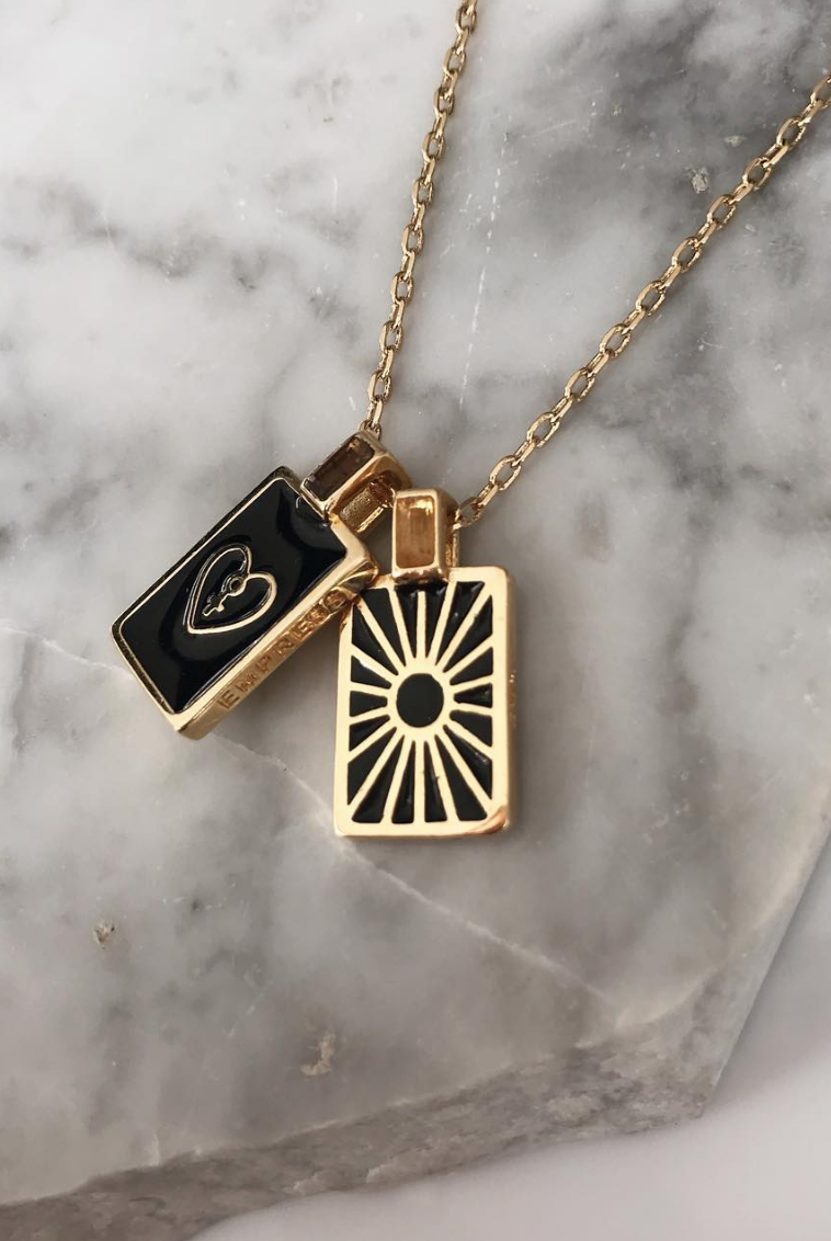 camila sarpi medalha esmaltada lolla - 5 Things Inspired by Ana Strumpf