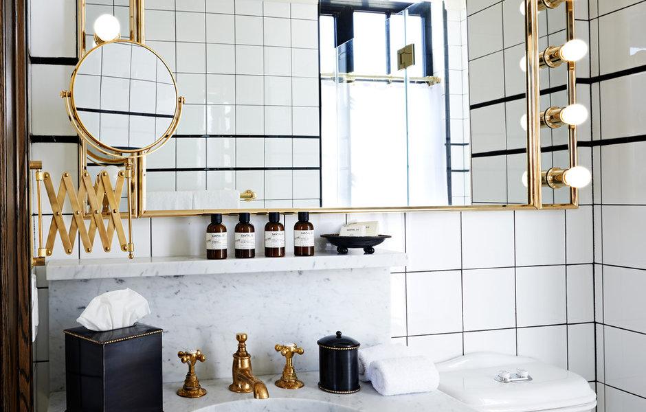 bath boutique city modern selfcare day - Já passou um creme hoje?
