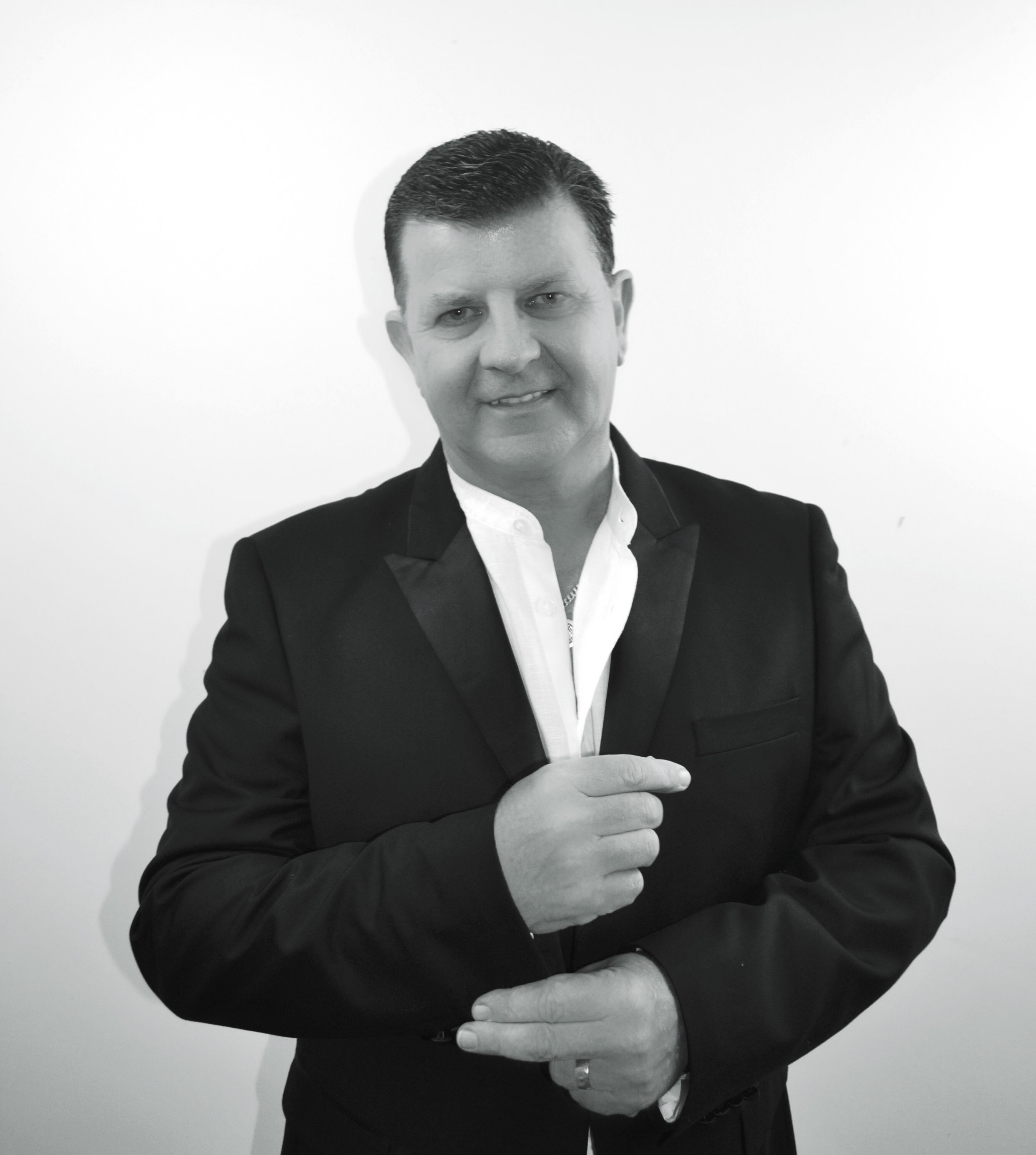 Cabaret Show - kirk has such a broad repertoire of material FROM COUNTRY, BALLADS, 60'S 70'S, ROCK AND pop WITH MOTOWN, MUSICALS AND is happy to take REQUESTs