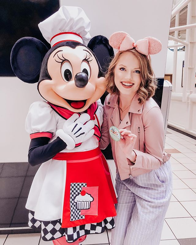 I'm celebrating ✨ . so you guys... where have I been these past 6 months?? 💭 WELL I got my real estate sales associate license & just leased my first few homes! Of course I had to go back to my happy place today for a little celebration 🐭🎉 oh, and I got a haircut 💇🏼♀️ new hair & new dreams, same disney obsessed gal 💕