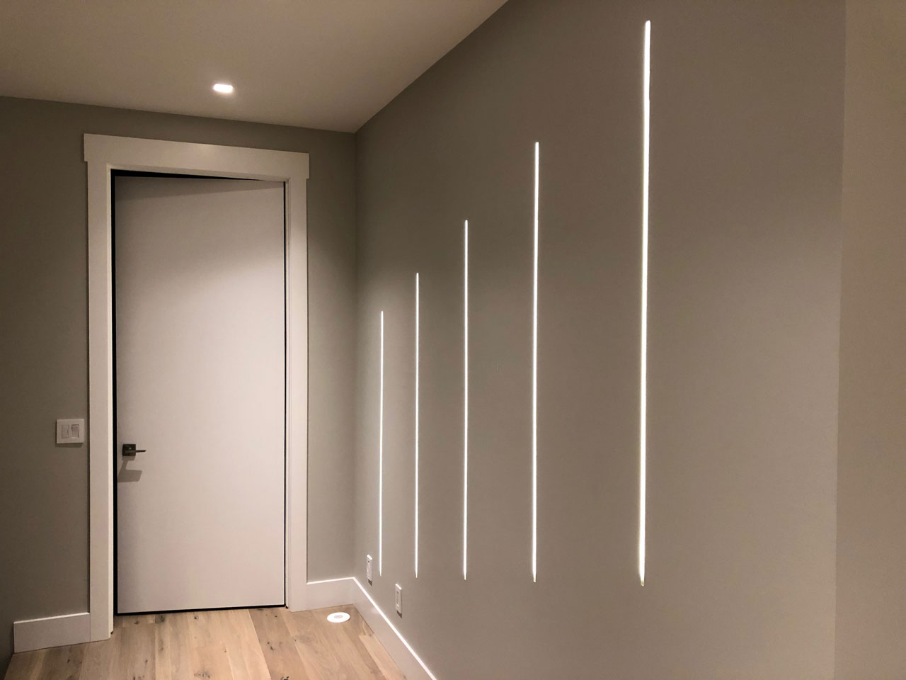 UNITI-LE-120-Wall-Decor-Lighting.jpg