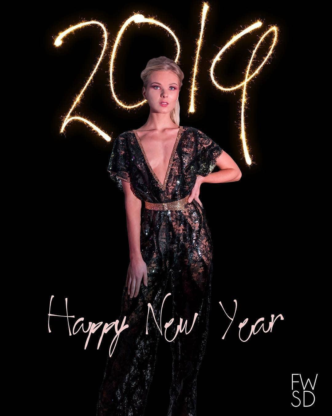 PHOTO_HAPPY NEW YEAR 2019.jpg