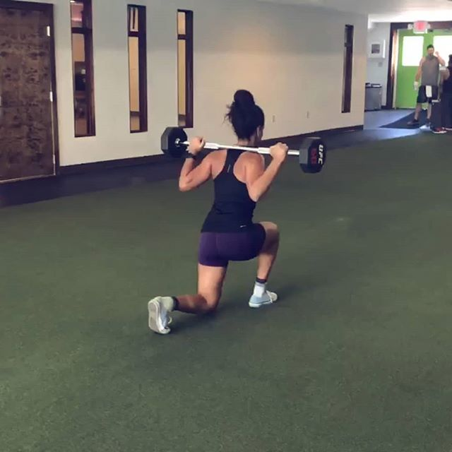 Walking lunges... it's a love/hate amirite?! Pair these with some box jumps for a finisher after your leg day!