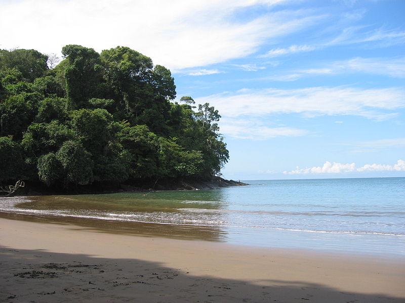 800px-Playa-Piñuelas-Costa-Rica-01.jpg