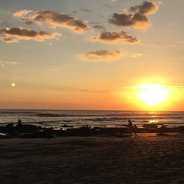 Nothing like a sunset in Playa Negra ! #oneofmany #sunset #cubosdelmar #seasurfsun