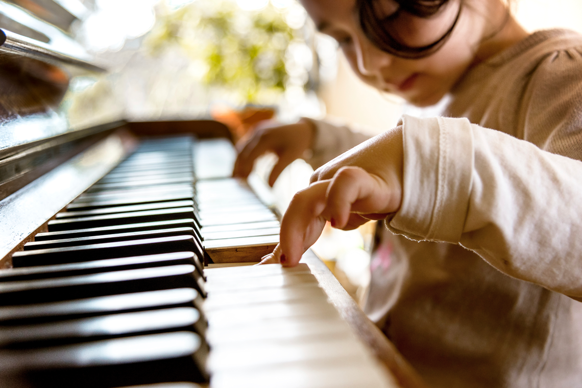 cute-little-girl-playing-on-old-piano-picture-id503891564.png