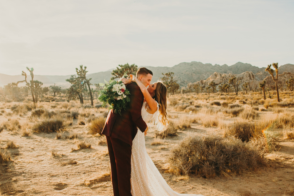desert-elopement-at-sunset-joshua-tree-photography.jpg