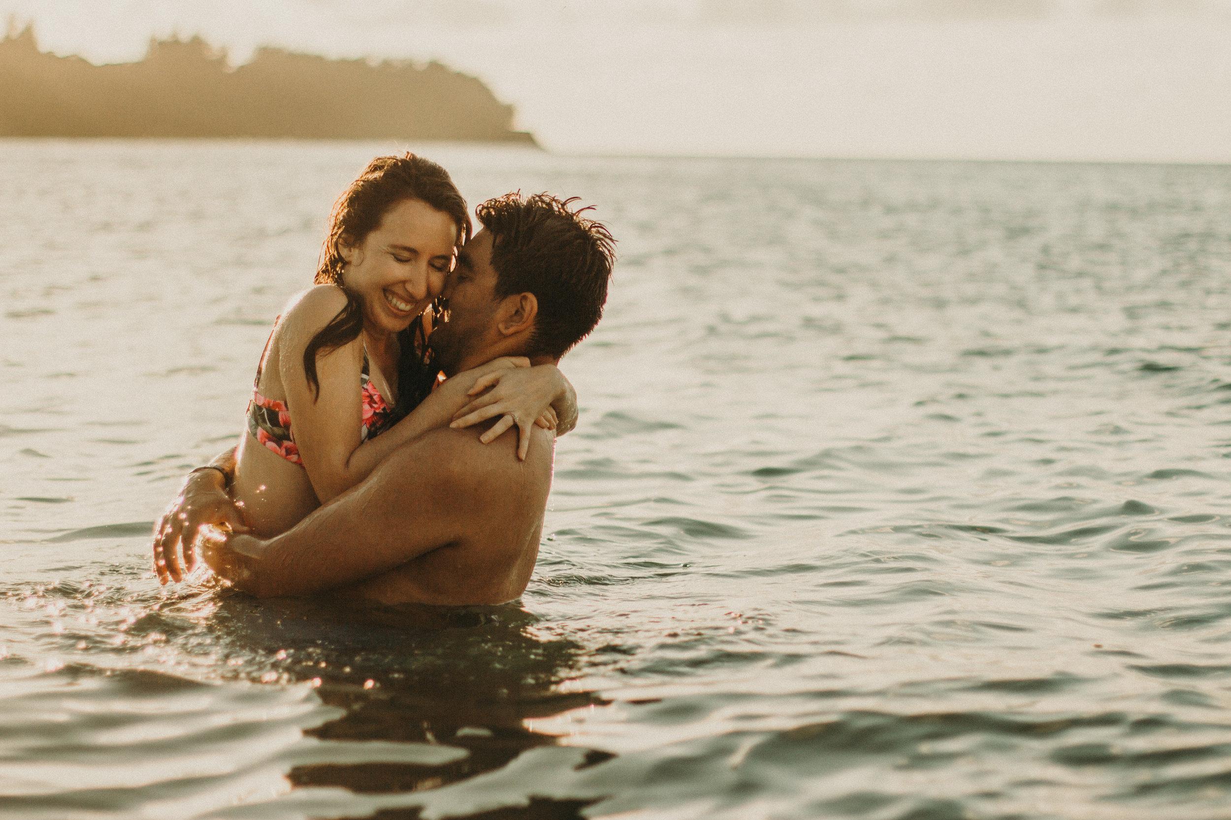 kauai-hanalei-bay-hawaii-engagement-photos