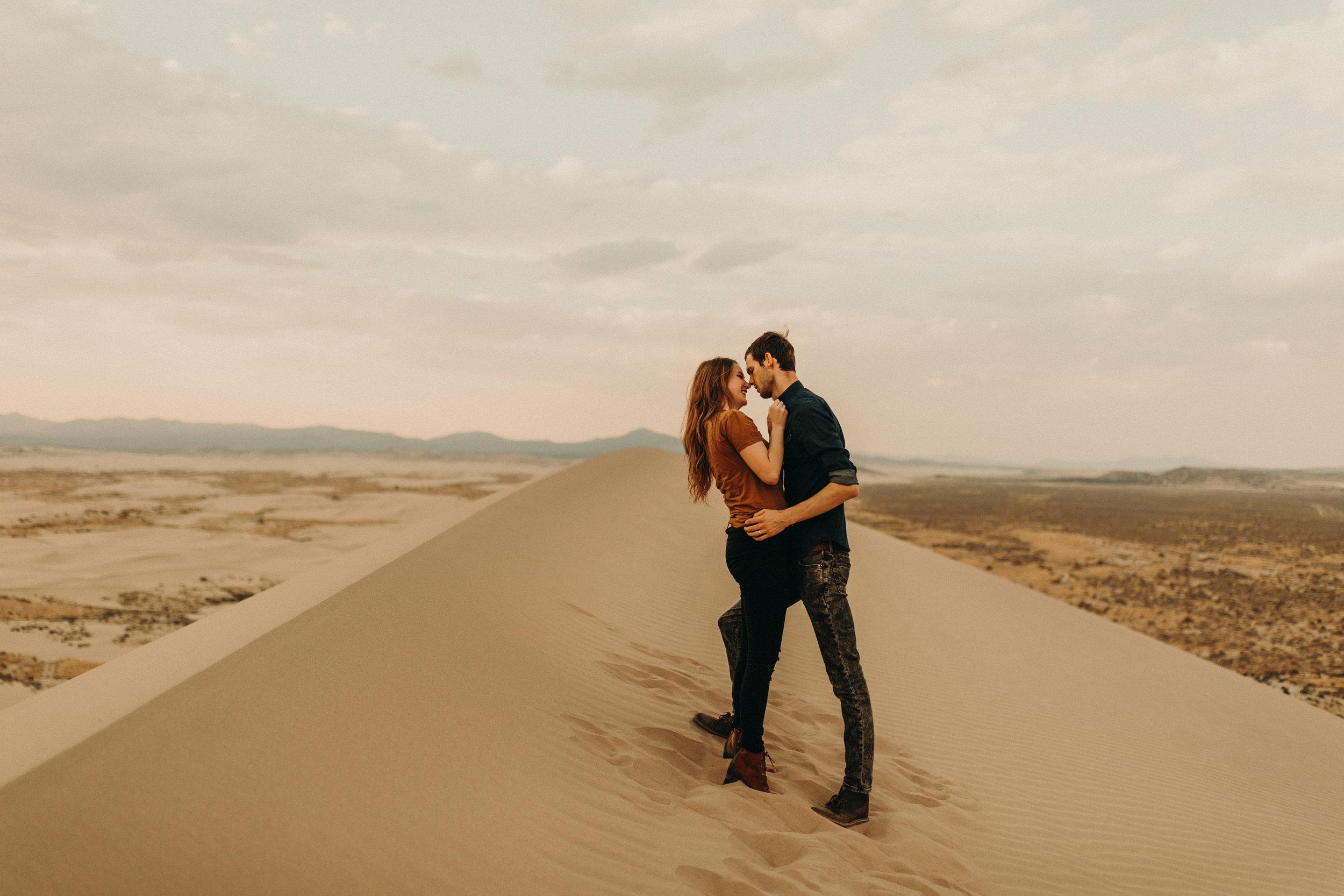 utah-sand-dunes-engagment-photos