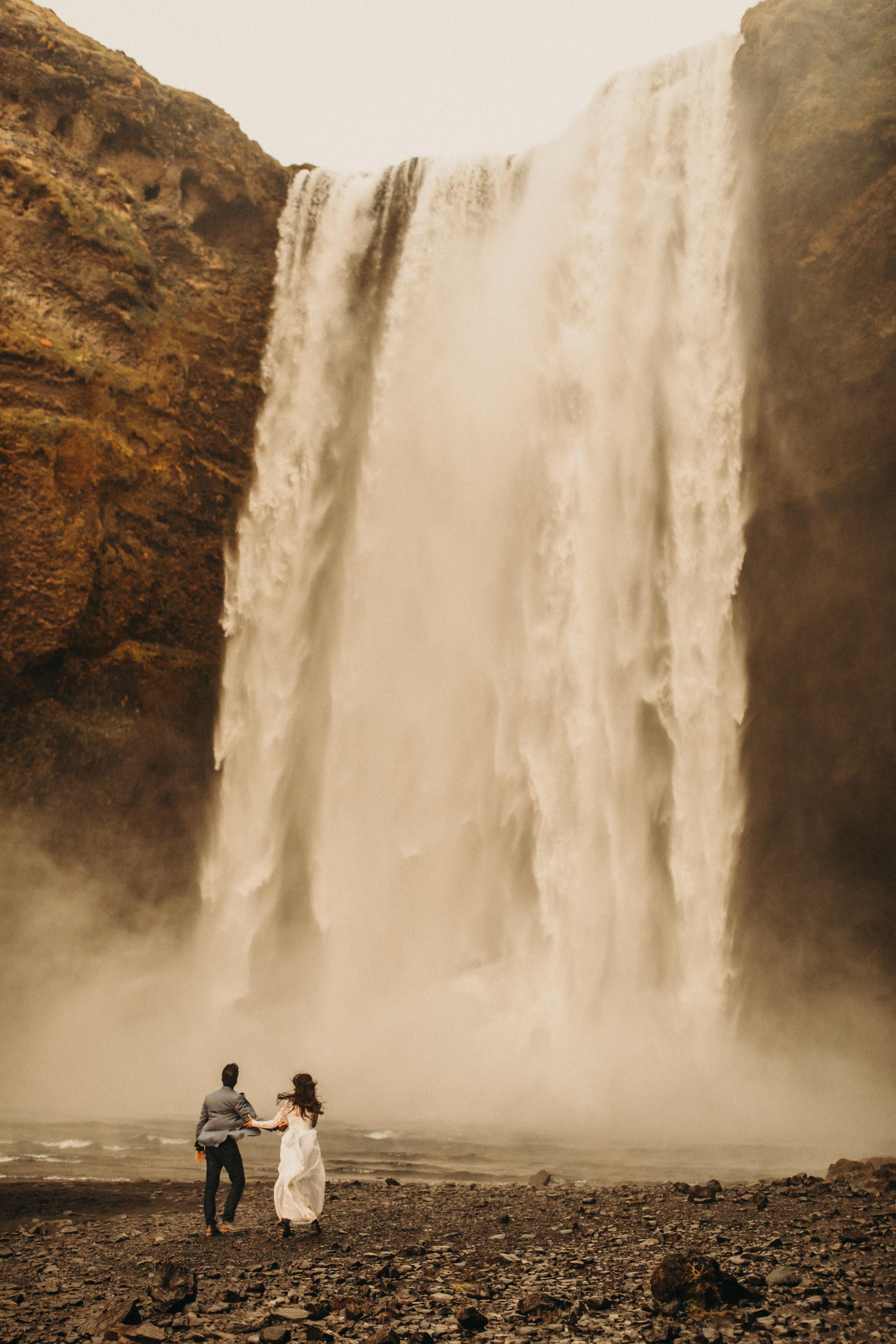 iceland-skogafoss-waterfall-elopement
