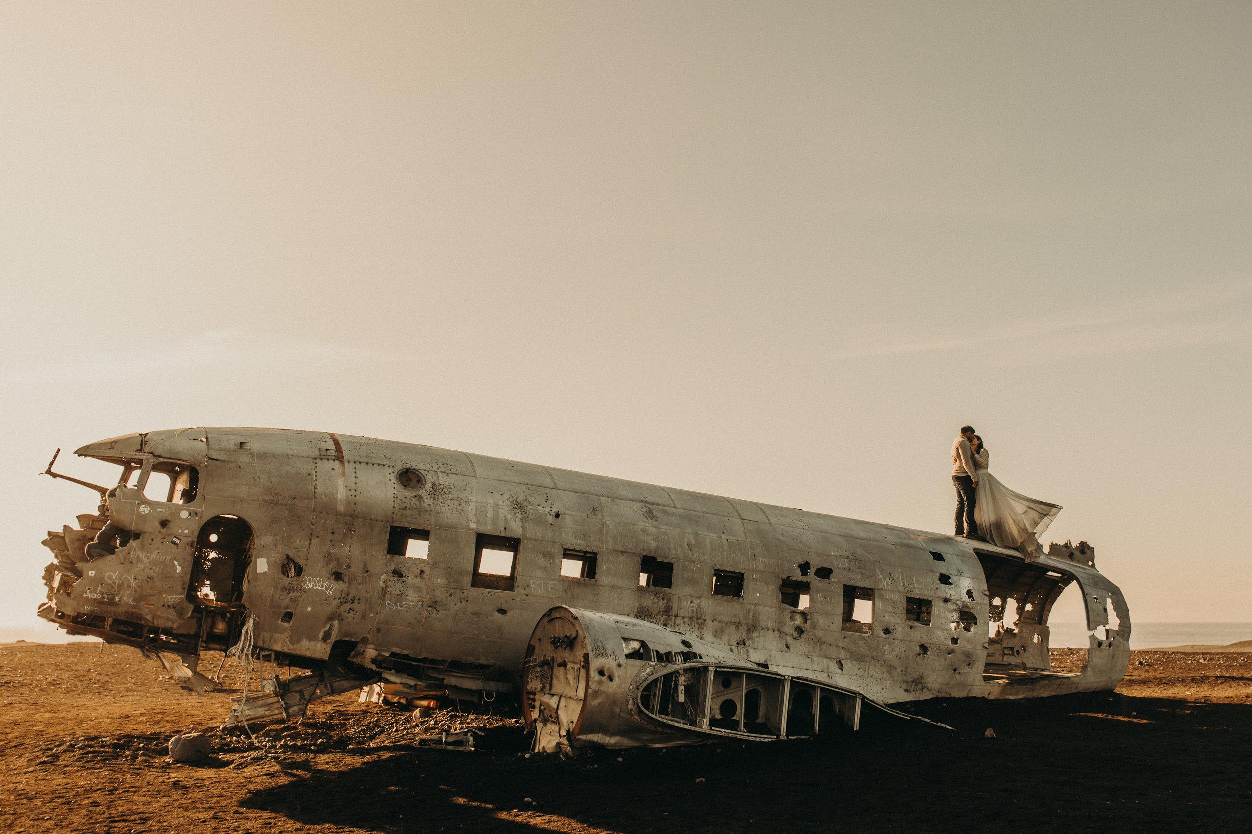 iceland-plane-wreck-elopement