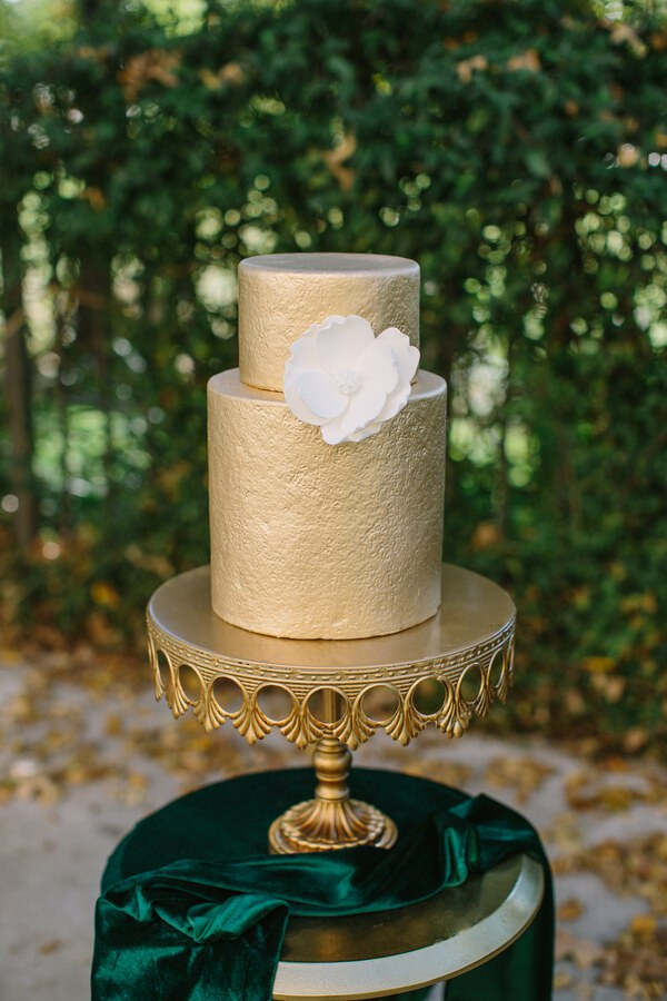 Emerald-Gold-Wedding-cake.jpg