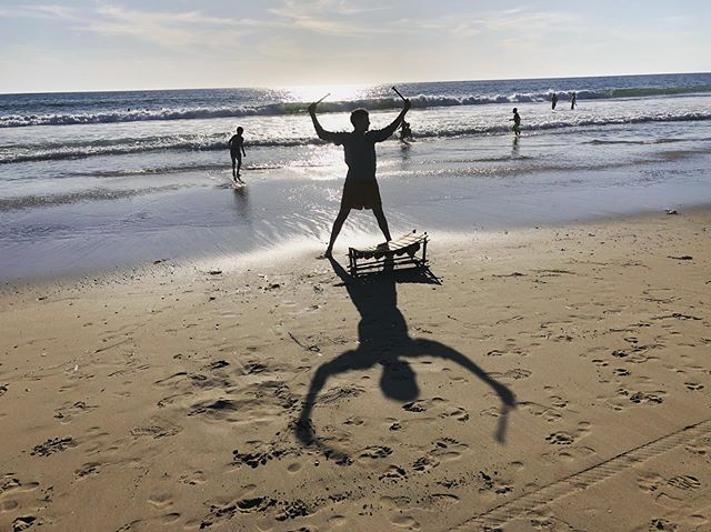 beach busking with the balafon  #illegalbeachweasel . . . . . #balafon #ghana #beachbabe #illegalbeachweasel #busking