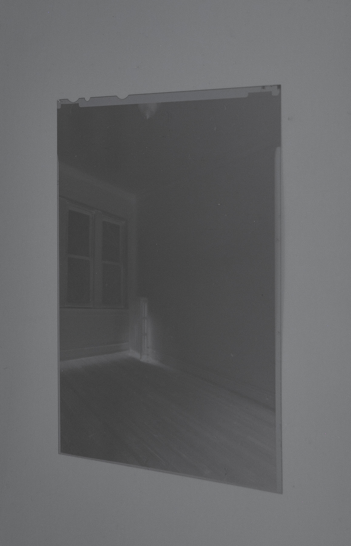 Kioto Aoki,  sight, ongoing,  Silver gelatin lumen print, contact frame, 2019