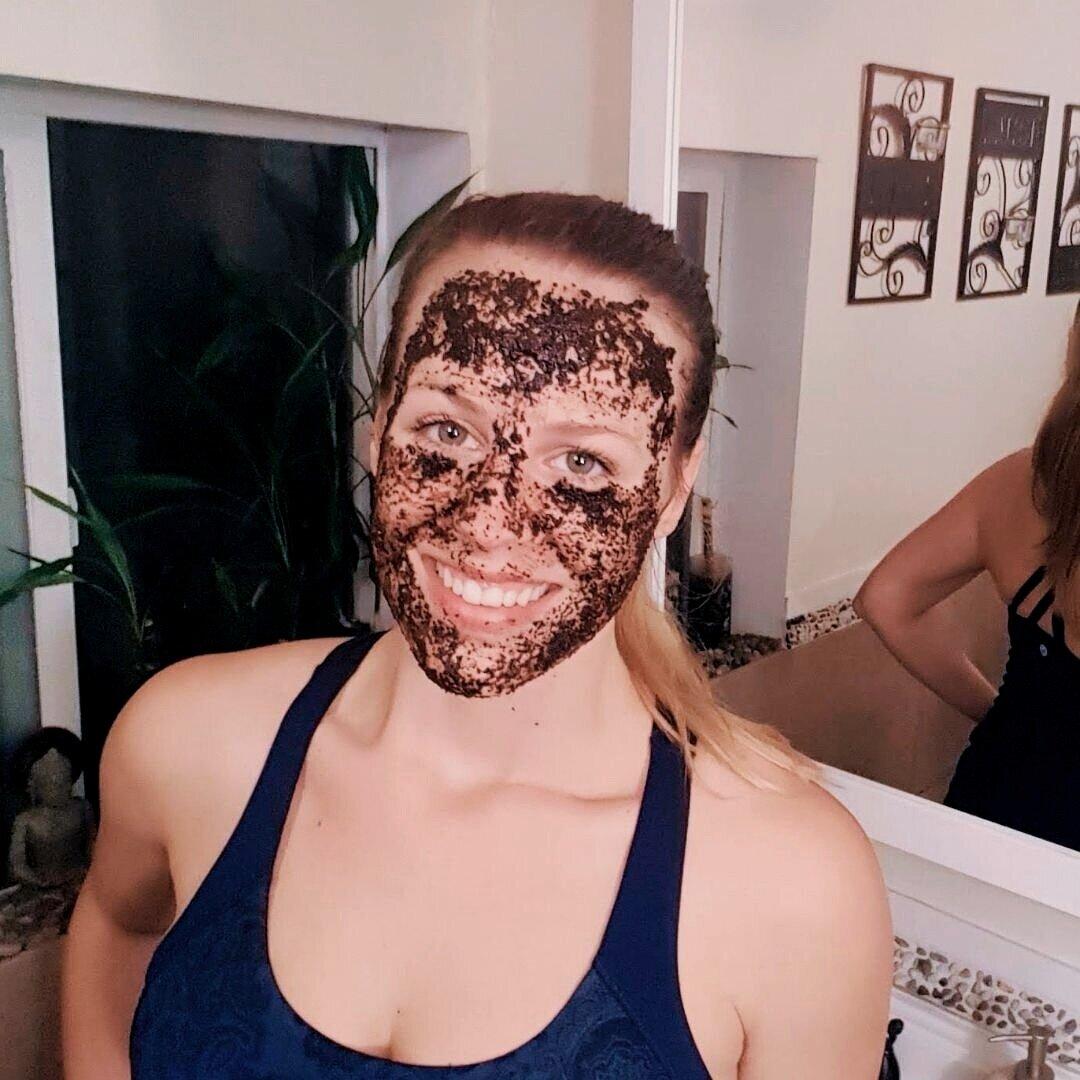 DIY+Coffee+Face+Mask+%282%29.jpg