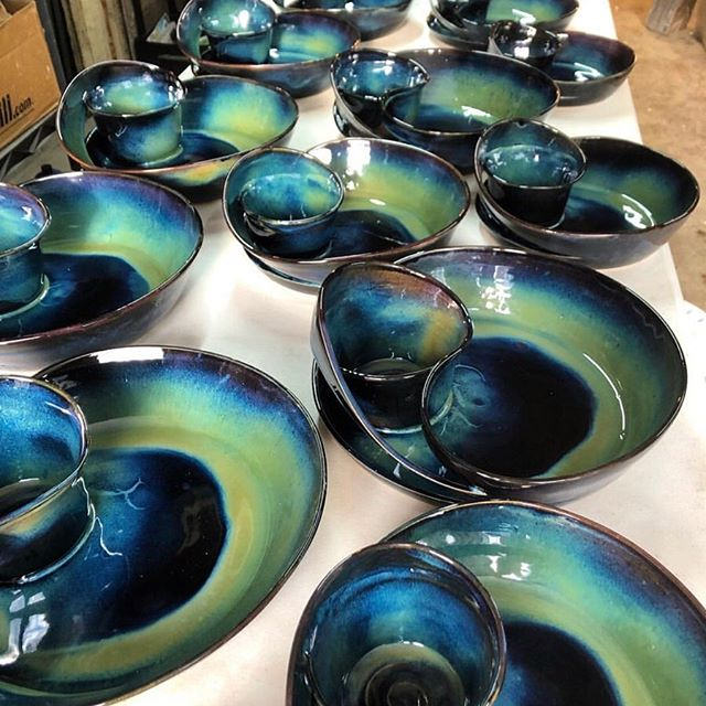 GLAZED POTTERY SHOP at COVET MARKET • • • #chicagoweekend #chicagobucketlist #insta_chicago #thingstodoinchicago #weekendmarket #makersmarket #handmademarket #artistsmarket #covetmarket #artist #foodie #decor #homewares #interiordesign #fashion #furniture #accessories #jewelry #apothecary #selfcare #wellbeing #designservices #healthandwellness #chicago #windycity #smallbusiness #localbusiness #handmade #shoplocal #shophandmade