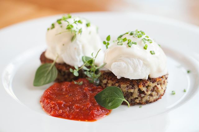 You heard it here first! We will be partnering with @beatrixchicago for our spring market TODAY! Not only will we be raffling over 100 gift certificates to Beatrix, but we'll be granting complimentary admission for Sunday's Beatrix brunchers! Hello quinoa cakes! 🍳 — Just bring your receipt from Beatrix on 5/19 for complimentary admission! • • • #chicagoweekend #chicagobucketlist #insta_chicago #thingstodoinchicago #weekendmarket #makersmarket #handmademarket #artistsmarket #covetmarket #artist #foodie #decor #homewares #interiordesign #fashion #furniture #accessories #jewelry #apothecary #selfcare #wellbeing #designservices #healthandwellness #chicago #windycity #smallbusiness #localbusiness #handmade #shoplocal #shophandmade