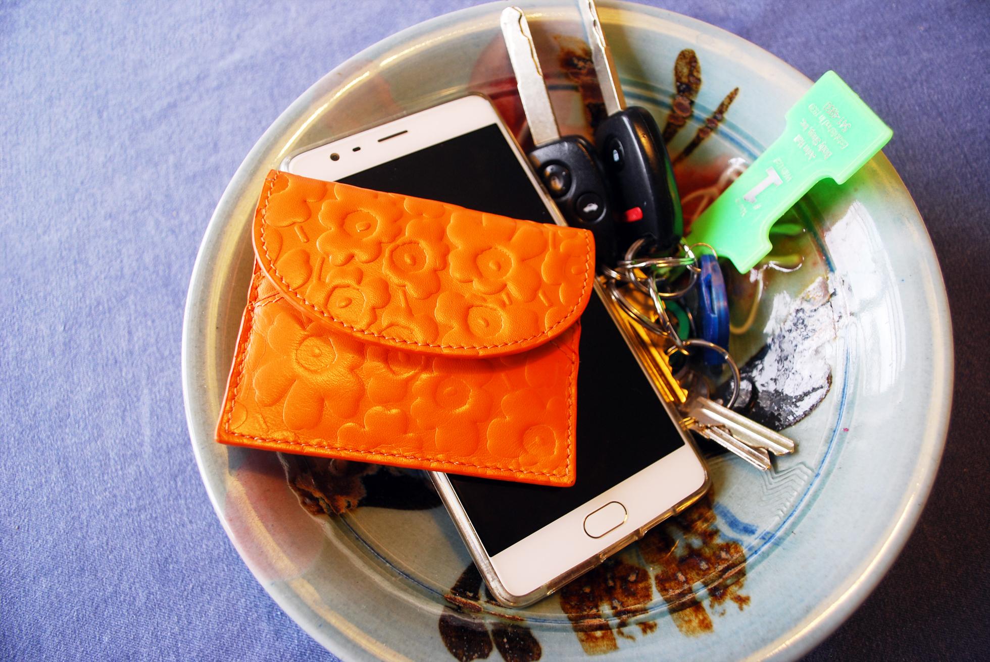 how-keep-organized-home-keys-wallet-retina_retina_7618b43c696a7177cf4f5380fb0ce71a.jpg