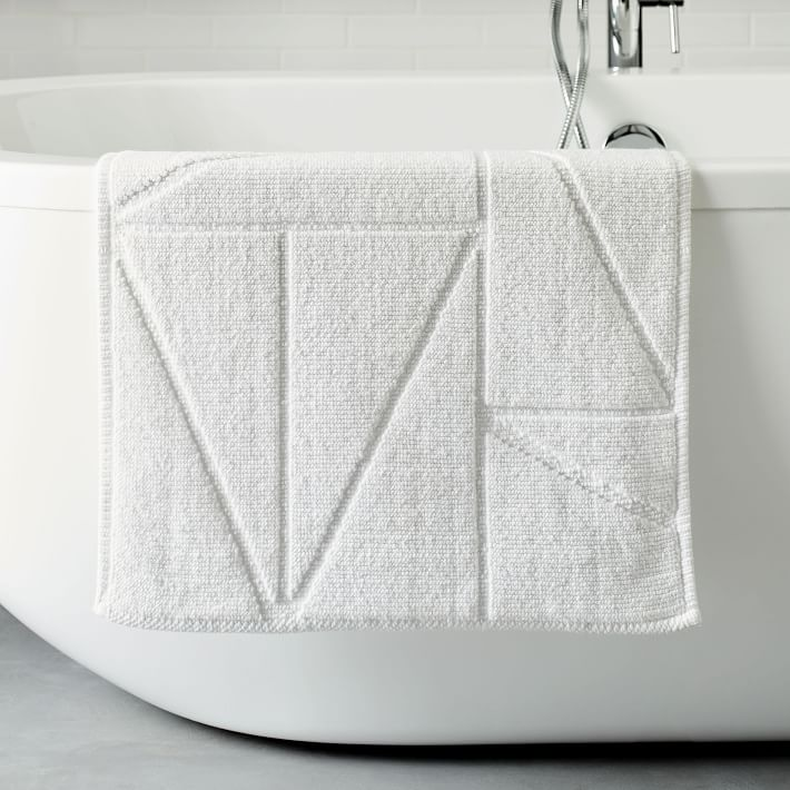 triangle-sculpted-bath-mat-white-o.jpg